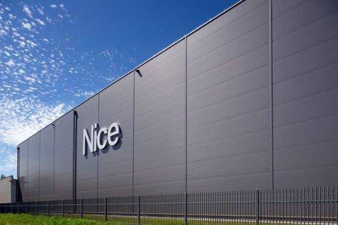 Hala Magazynowa Nice z perspektywy bocznej