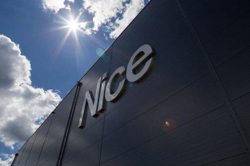 Hala Magazynowa Nice logo na tle słońca