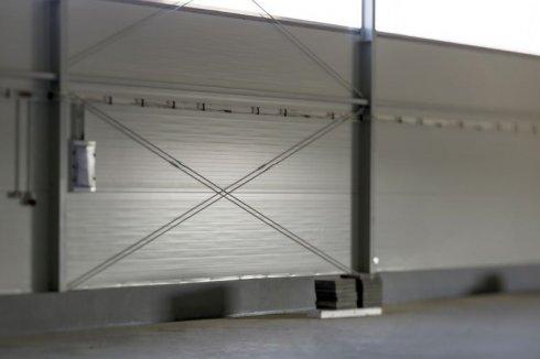 Hala Produkcyjna Becker wewnątrz ściana boczna