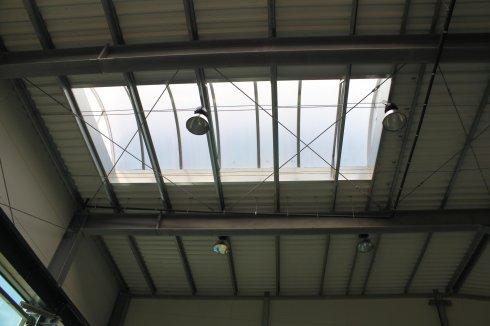 Hala Orplast wewnątrz dach