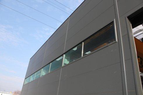Hala Orplast okna z zewnątrz