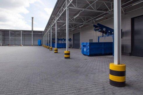 Hala ZBA niebieskie kontenery